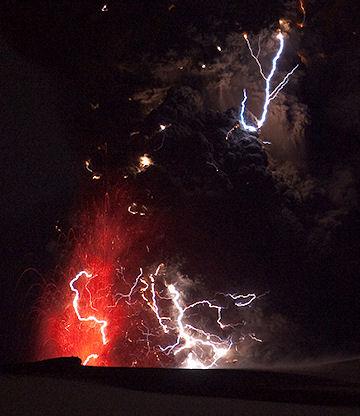 iceland volcano lightning. Back here on earth, Iceland#39;s