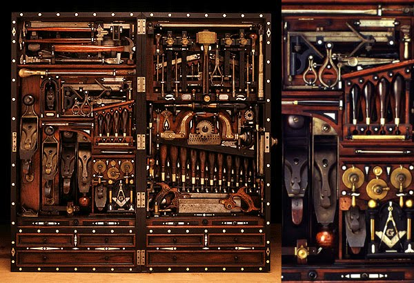 Bon A Peak Inside This Magnificent Tool Cabinet, Thanks To A Video Made By Norm  Abram (and The Person On The Old Tools Forum Who Posted The Link).