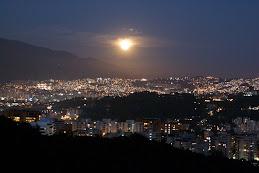 A lua nasce no Ávila