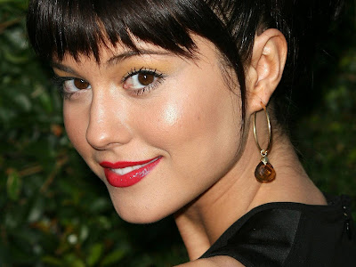 Mary Elizabeth Winstead Closeup Wallpaper