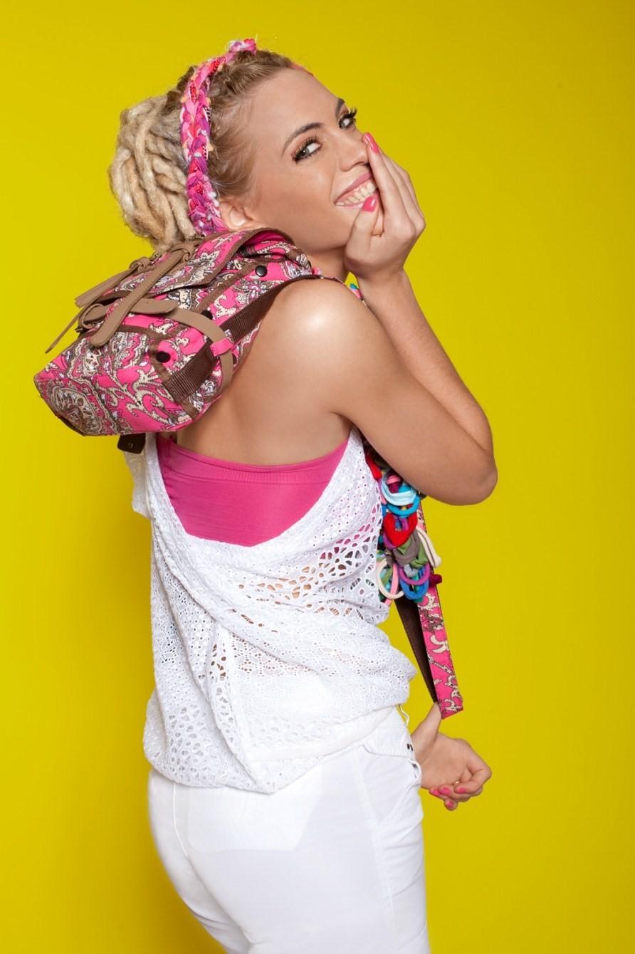 CHENSON, la marca de Bolsos Urbanos, eligió como protagonista para su Campaña Primavera Verano 2010 2011 a Emilia Attias \u201cLa elegimos por ser una mujer con