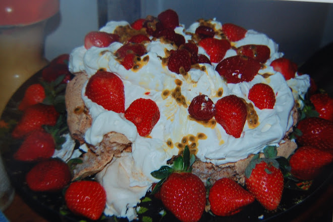 Hazlenut meringue with passionfruit topping