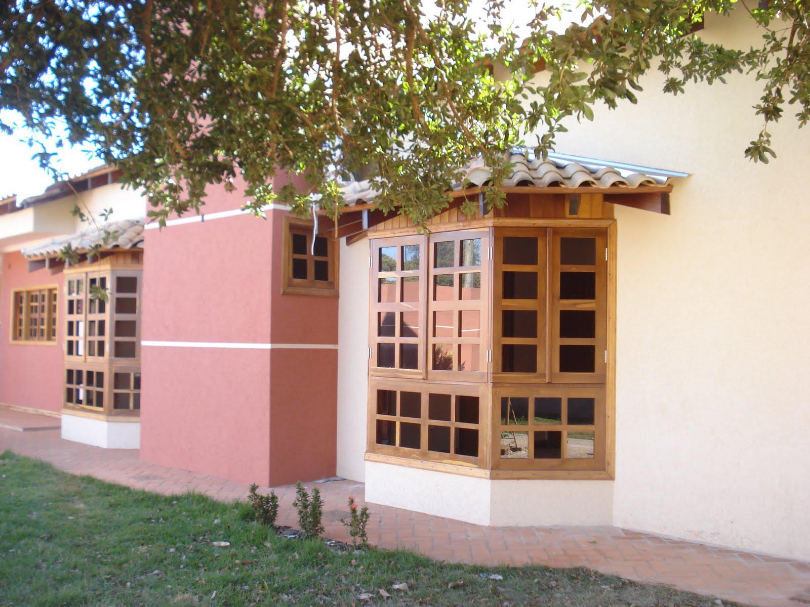 #913A44 Detalhe da porta de entrada e da janela bay window de um dos quatro  1030 Portas E Janelas De Aluminio Campo Grande Ms