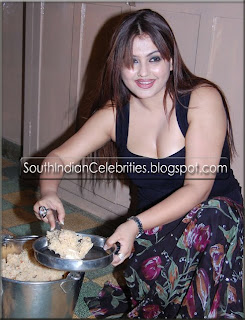 South Indian Celebrities - Cine News: Actress Sona Celebrated Her