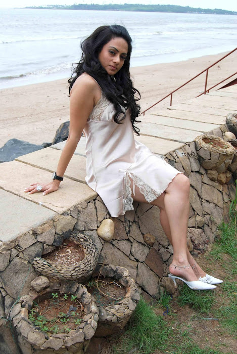 shika puri spicy crossed legs thunder actress pics