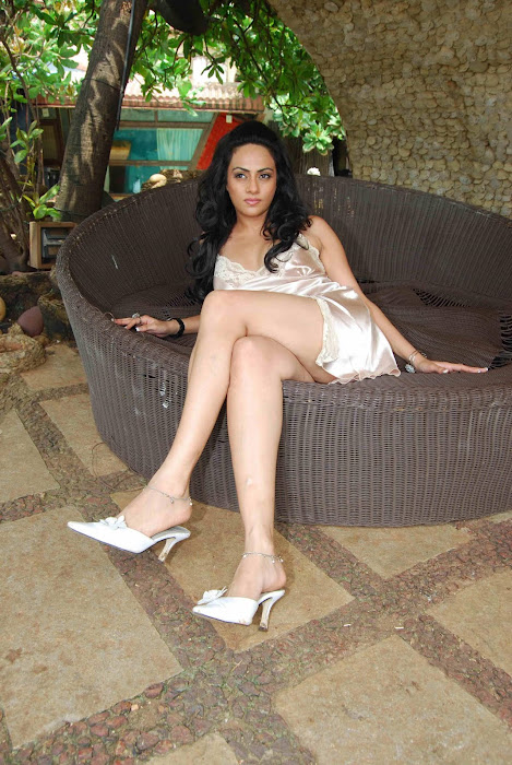 shika puri spicy crossed legs thunder glamour images
