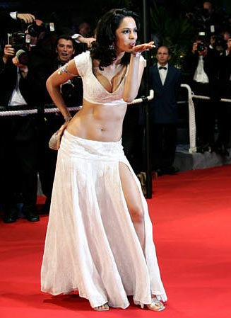 mallika sherawat hot. Mallika Sherawat Hot Photos: