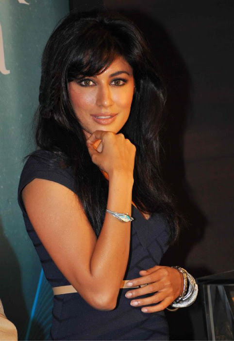 chitrangada singh wowes at raga aqua launching actress pics