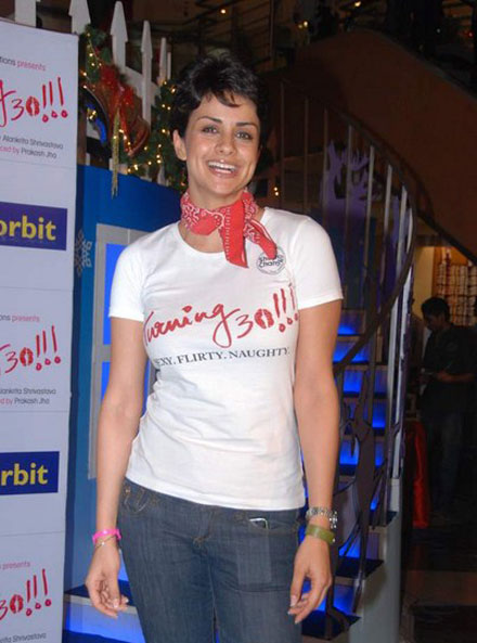 gul panag in tshirt at turning promotional event at inorbit mall