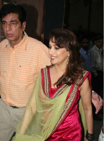 Malaika Arora Madhuri Dixit on Jhalak Dikhla Jaa Set Pics navel show