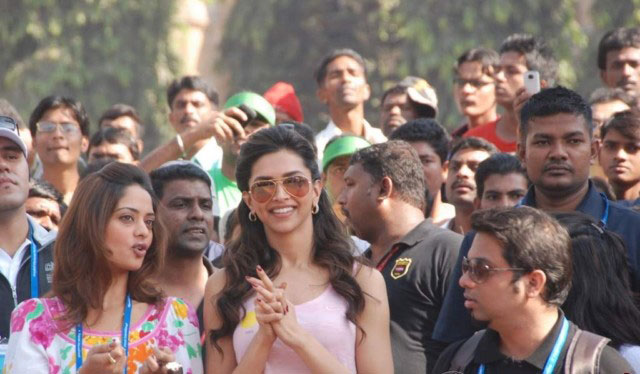 Bollywood Stars Stars at Mumbai Marathon 2011