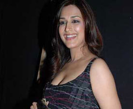 Sonali Bendre to play pantyless stunts at Karan Johar's party