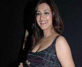 Sonali Bendre to play pantyless stunts at Karan Johar's party