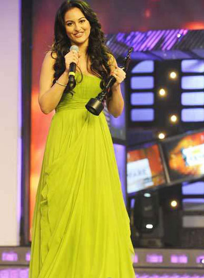  - Sonakshi Sinha at 56th Filmfare Awards 2011