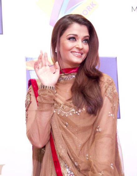 Gorgeous Aishwarya Rai at Zee Cine Awards Red Carpet