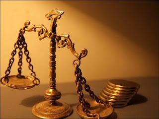 http://1.bp.blogspot.com/_TiLWZ4JzMYY/TBjZGWS1w6I/AAAAAAAADb0/McuSy9N6KX4/s320/balanza-y-monedas.jpg