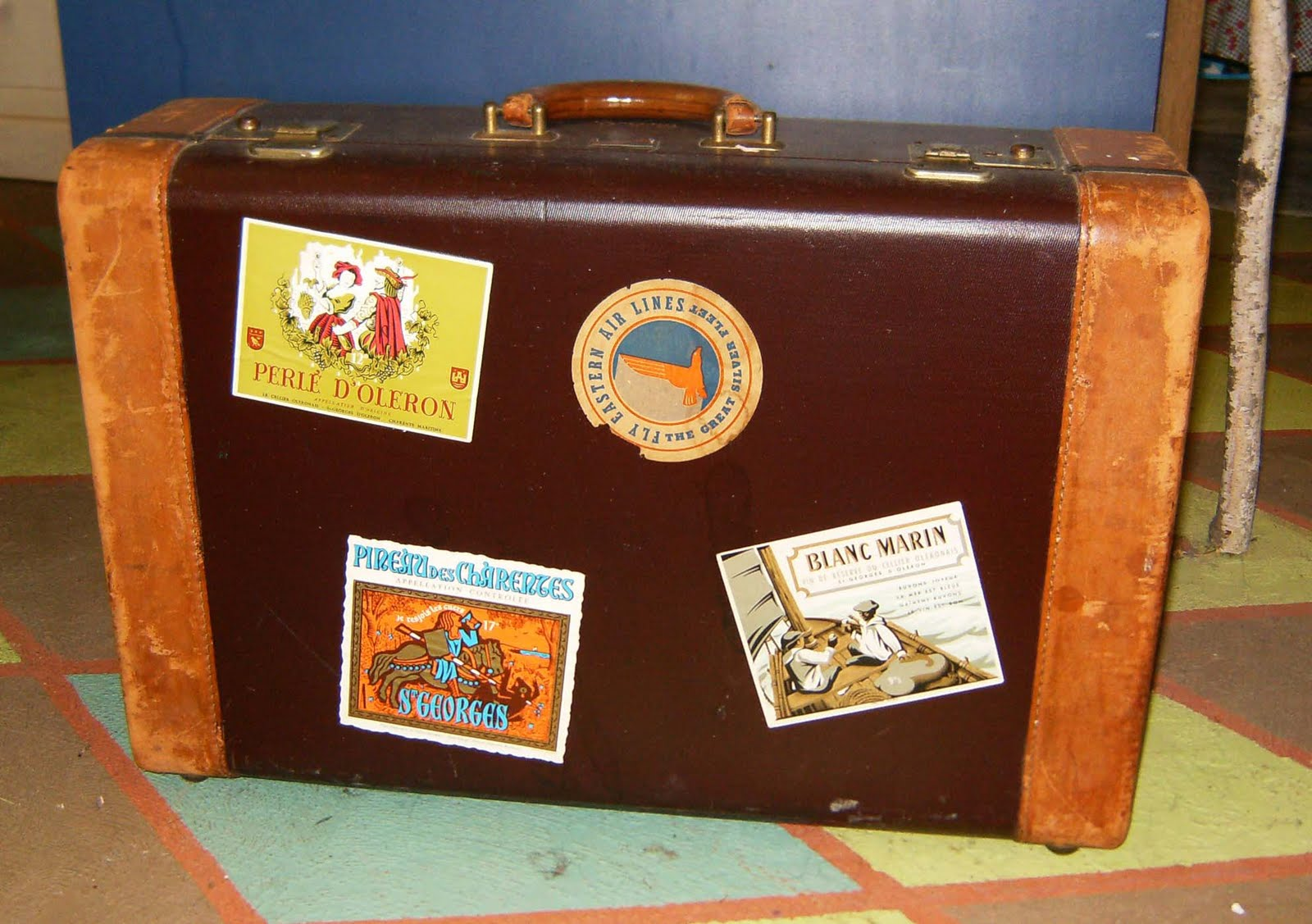 Old Suitcases Veggieartgirl Crafty Kathy Pimpin Out A Vintage Suitcase