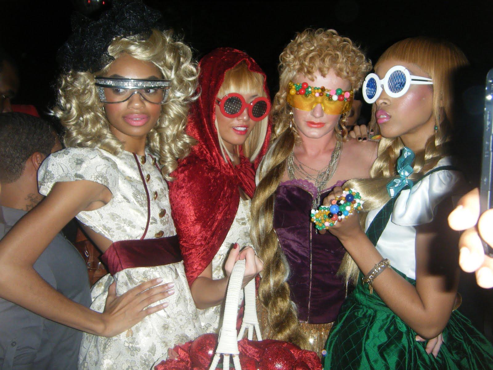 http://1.bp.blogspot.com/_TofkA3LCFog/TI74iK6cm2I/AAAAAAAAAIs/Q2sGS750lY4/s1600/fairy+tale.jpg