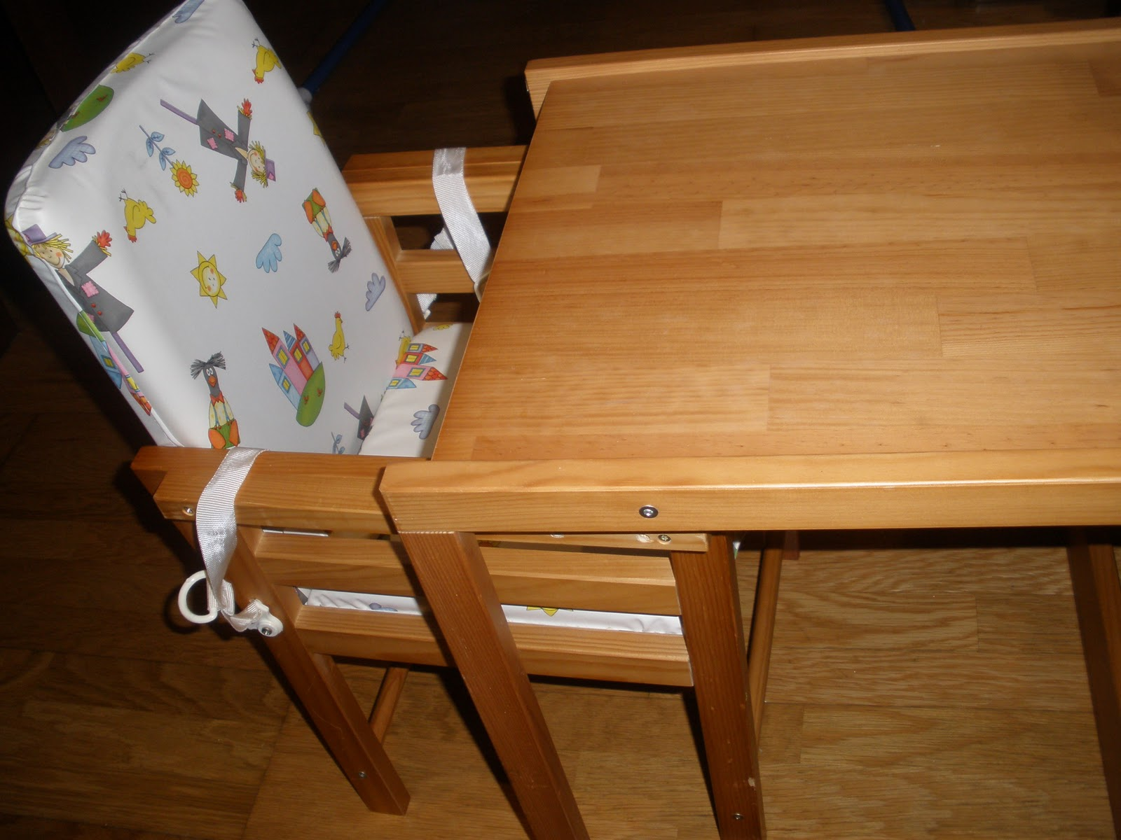Usados Para Bébés e Crianças: CADEIRA DE REFEIÇÃO EM PINHO DA  #2A1505 1600x1200