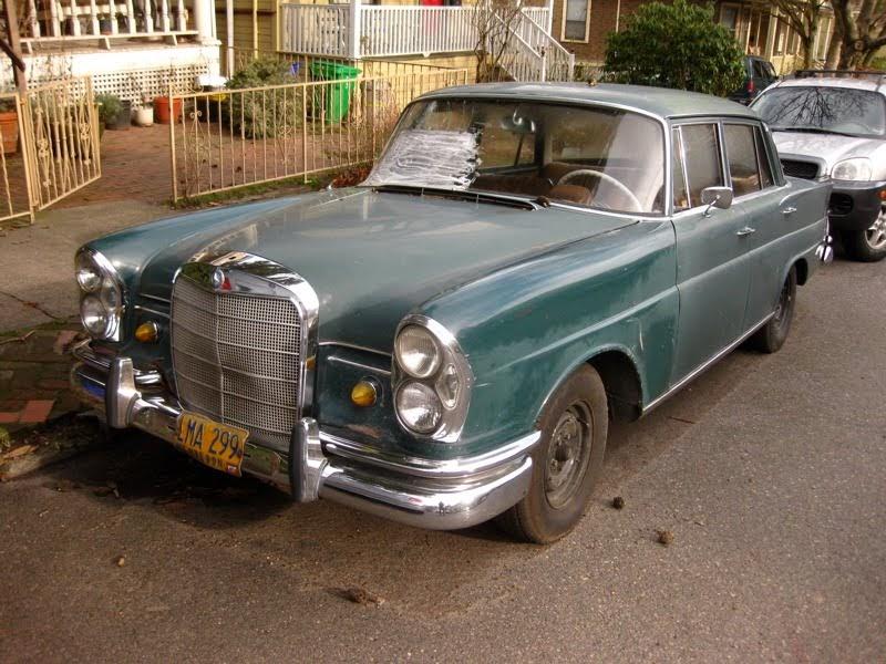 old parked cars 1967 mercedes benz 230 s. Black Bedroom Furniture Sets. Home Design Ideas