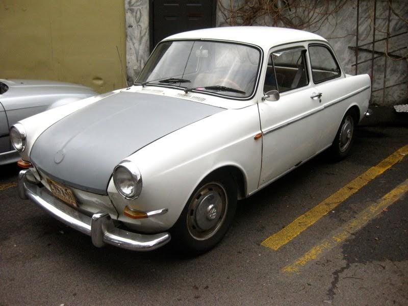 OLD PARKED CARS.: 1963 Volkswagen 1500 Notchback.
