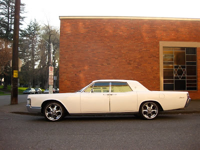 old parked cars 1969 lincoln continental 4 door pillared. Black Bedroom Furniture Sets. Home Design Ideas