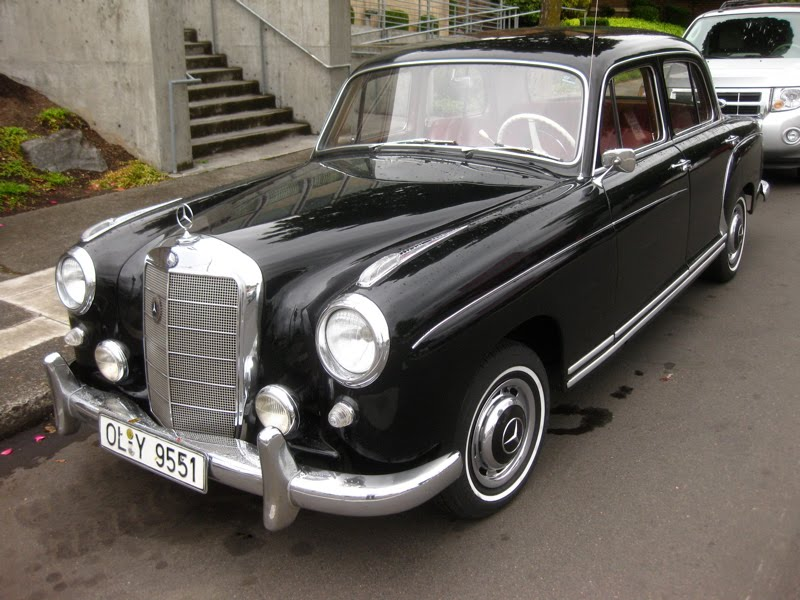 Old parked cars 1959 mercedes benz 220s sedan for Mercedes benz 220 s