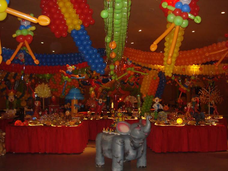 circo,colorido e vibrante.um verdadeiro espetáculo!!!!