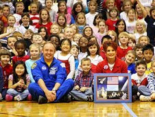 Astronaut Mike Fincke shared his experiences on Expedition 18 with over 700 students at Avonworth Elementary School, encouraging them to study science, technology, engineering, and math