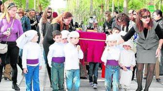 Diario de Almería. Una devoción que mueve montañas y mide menos de un metro de altura