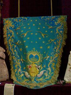 Expuesto en Granada uno de los mantos de la Virgen del Mar