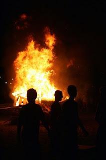 El Amor organiza una 'Hoguera cofrade' para la noche de San Juan