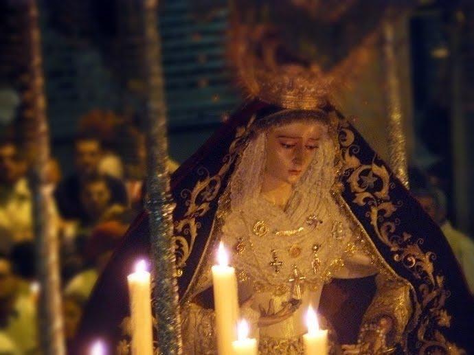 La Virgen de los Desamparados salió anoche por las calles de Oliveros