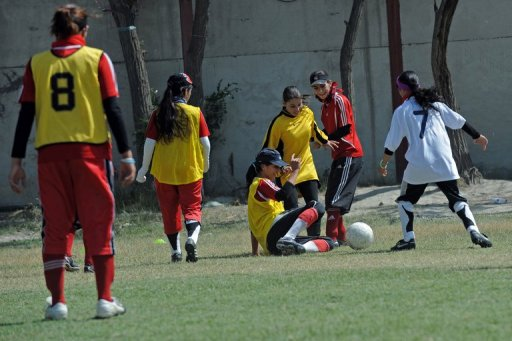 kabul girls photos. kabul girls soccer club.