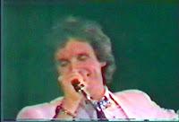 Roberto Carlos canta em Teresina, no Estádio Alberto Silva, promovendo o 'Projeto Emoções', em 1983.