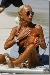 Donatella Versace choca em topless