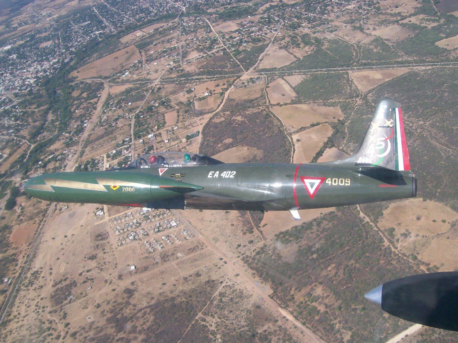 T-33 Fuerza Aerea Mexicana - Página 4 T-33+SOBREVIELO