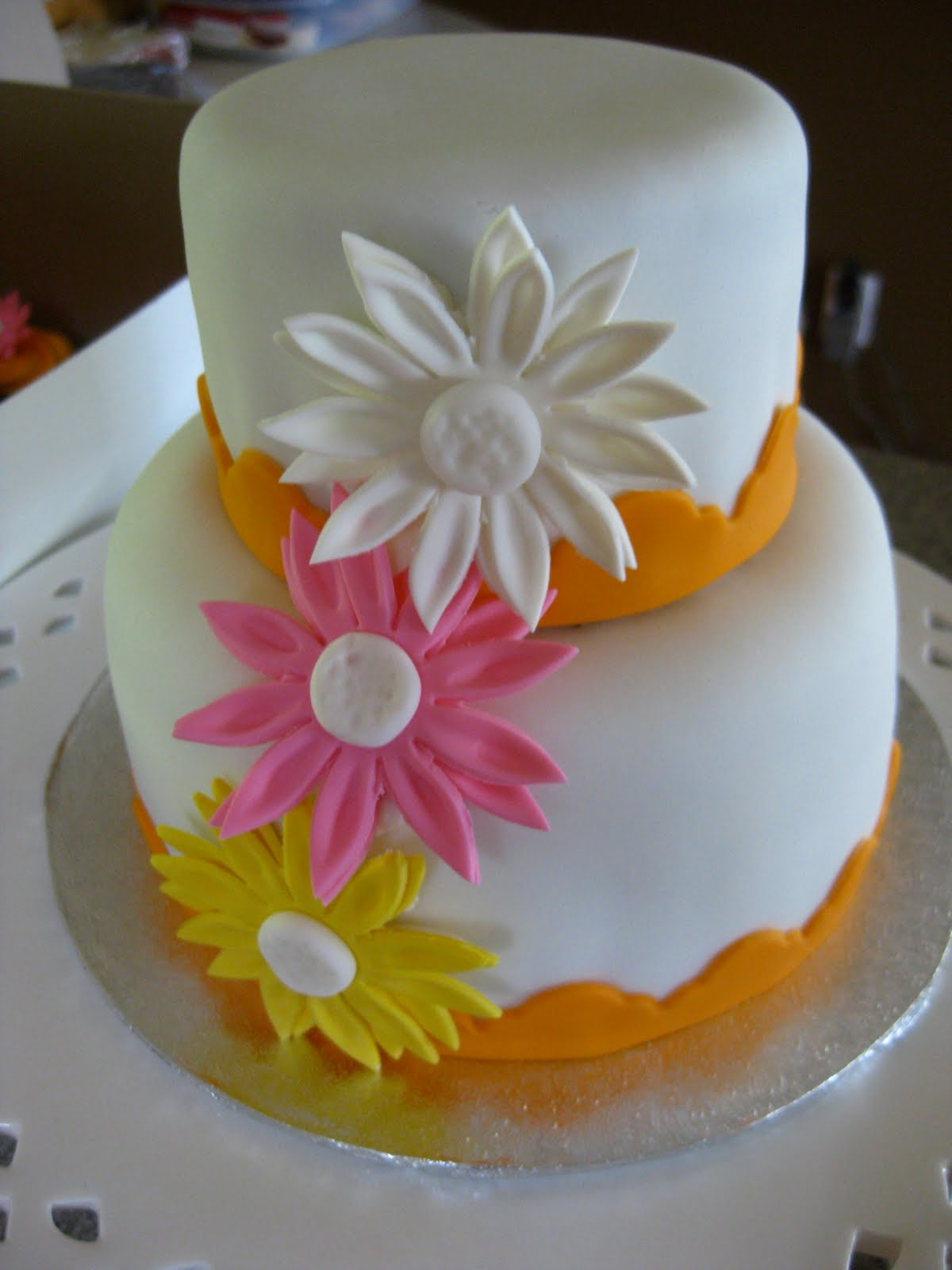 ROXIECAKES Vancouver Colorful Daisy Wedding Cupcakes & Cake