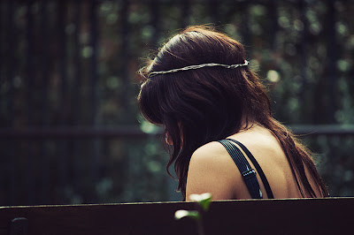 http://1.bp.blogspot.com/_Txh6YEiUJ_I/TG55ieSfVLI/AAAAAAAAAB4/CmUyMRIUqrQ/s1600/one_lonely_girl_by_alais_photography.jpg