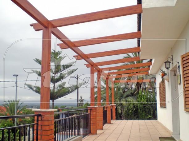 Pergolas aluminio imitacion madera materiales de for Materiales para cubrir pergolas