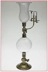 A lâmpada de hidrogênio foi inventada por Volta em 1777.