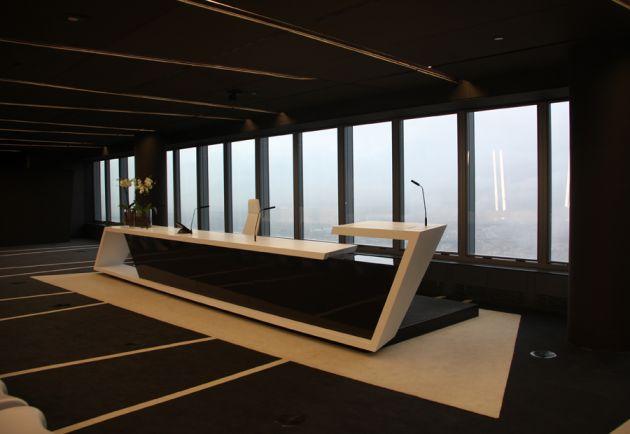 Trendlex futuristic spaces torre de cristal office for Office desk interior design