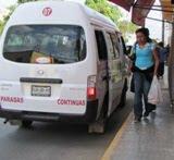 Taxis bajan pasaje en lugares restringidos, Calkiní. 6feb11.