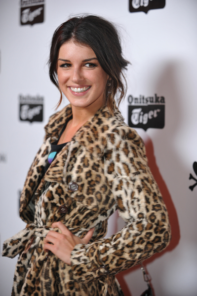 star Shenae Grimes showed off this simple yet flattering hairstyle.