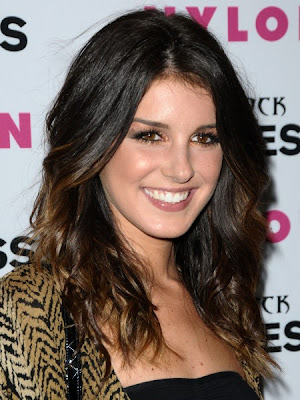 Shenae Grimes wore this face-framing wavy hairstyle to the Nylon and Express
