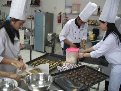 Kursus Aneka Masakan, Kue, Bakery, Cake Decoration: PROGRAM PENDIDIKAN