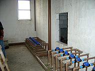 Instalação abaixo do reservatório superior.