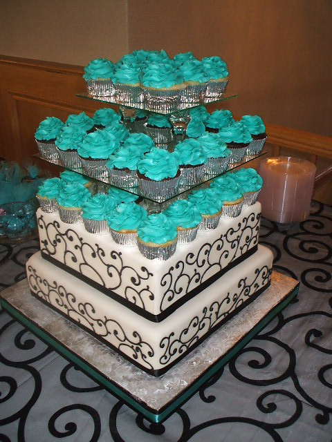 That\'s a Cake?: Black, White and Turquoise Wedding