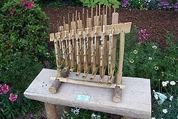 Angklung with eight pitches