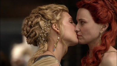 Lesbian kiss, Lucy Lawless and Viva Bianca